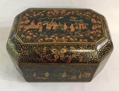 19th Century Chinese Export Lacquered   Gilded Box d