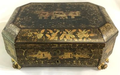 19th Century Chinese Export Lacquered   Gilded Jewellery Box 7