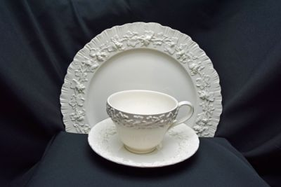 1a - Royal Crown Derby/Wedgwood - Embossed Queen   s Ware