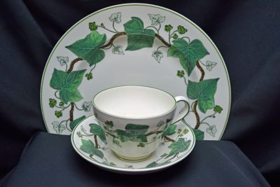 1a - Royal Crown Derby/Wedgwood - Napoleon Ivy