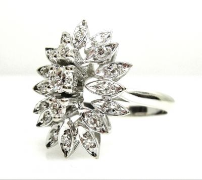 2015 AGL/Diamond Cluster Ring AGL50837 016 78855