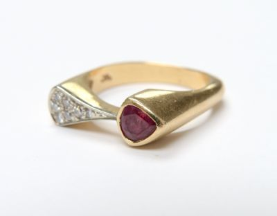 2015 ML Facets/3 Qtr/Modern Ruby and Diamond Ring CFA150774 79759