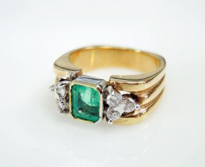 2015 ML Facets/3 Qtr/Vintage Emerald and Diamond Ring CFA1505339 79532