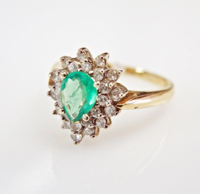 2015 ML Facets/3 Qtr/Vintage Emerald and Diamond Ring CFA1507346 79804