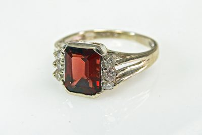 2015 ML Facets/3 Qtr/Vintage Retro Garnet and Diamond Ring CFA1502135 79157