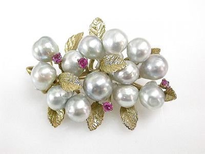 2015 ML Facets/4 Qtr/Vintage Pearl and Sapphire Brooch CFA1208234 68800