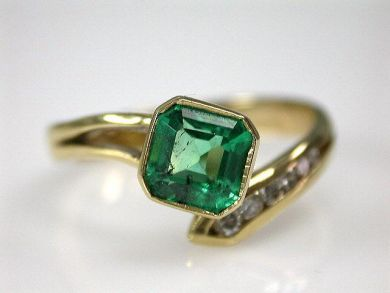 66984-April/Emerald Ring Cynthia Findlay Antiques CFA1203306