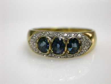 69101-November/Three Stone Sapphire Cynthia Findlay Antiques CFA121085