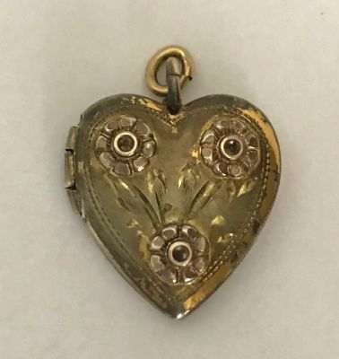 A Heart Shape Gold Filled Double Picture Locket rf