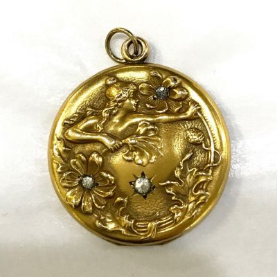A round gold filled Art Nouveau single picture locket 3