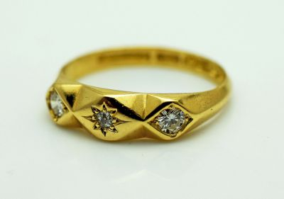 Antique 3 Diamond Ring