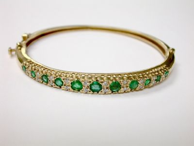 Antique Emerald Hinged Bangle CFA1406215