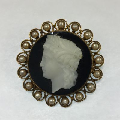 Antique carved hardstone banded agate cameo