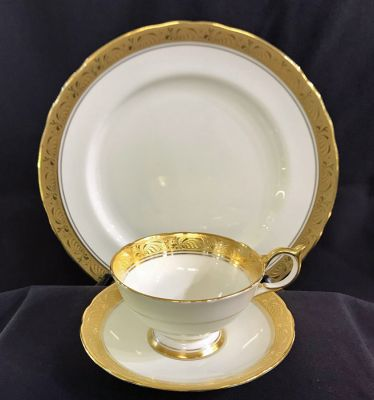 """Aynsley """"Heritage"""" Pattern #8367 Dinner Service For 12 with Extras"""