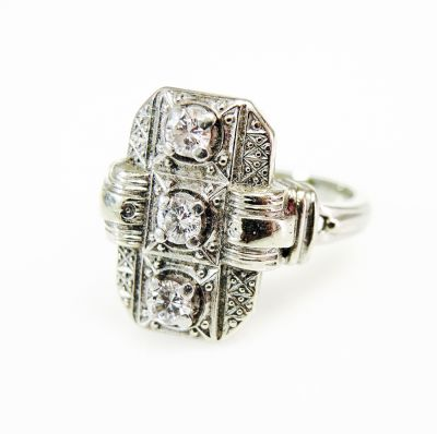 Birks-Vintage-3-Diamond-Ring-CFA1606116-82187