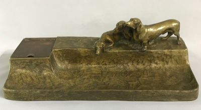 Bronze InkwellPen Tray of Three Dachshunds 4