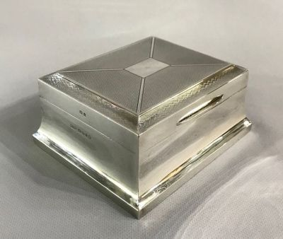 English Art Deco Sterling Silver Cigarette Box d