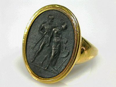 French-Medallion-Ring-CFA190360-85602a