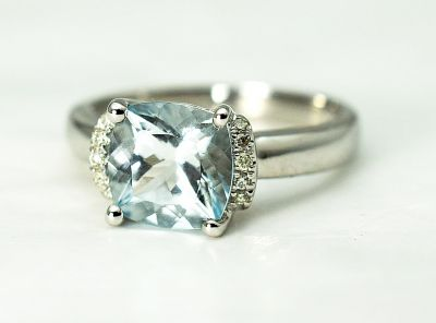 Modern-Aquamarine-and-Diamond-Ring-CFA1810119-85336aa