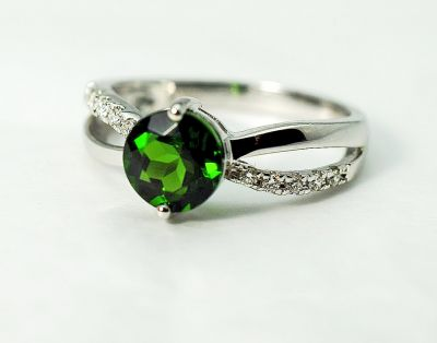 Modern-Diopside-and-Diamond-Ring-CFA1505176-79434a