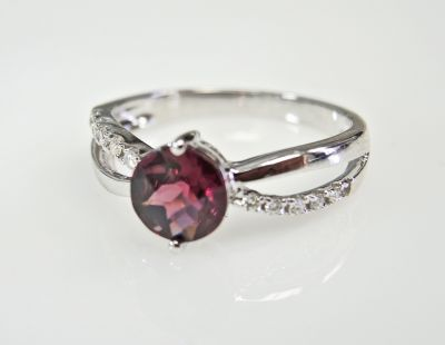 Modern-Garnet-and-Diamond-Ring-CFA1505175-79433a