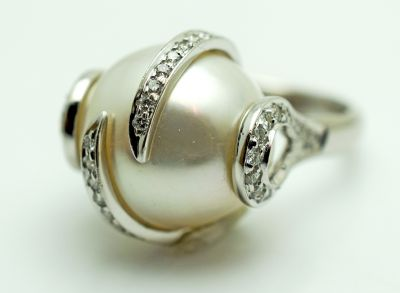 Modern-Pearl-and-Diamond-Ring-AGL70557-83423a
