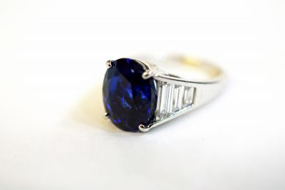 Modern-Sapphire-and-Diamond-Ring-120539AN-16MAY3839-82125