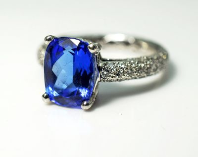 Modern-Tanzanite-and-Diamond-Ring-CFA180554-84933aa