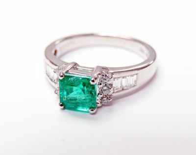 Modern Emerald and Diamond Engagement Ring CFA1506150 79620