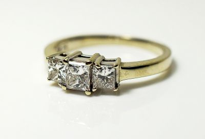Vintage-3-Princess-Cut-Diamond-Ring-CFA1808112-85190a