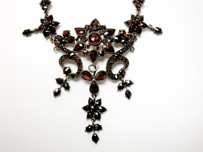 Vintage-Garnet-Necklace-CFA140408-75452