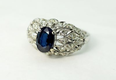 Vintage-Sapphire-and-Diamond-Ring-CFA1710133C-84182a