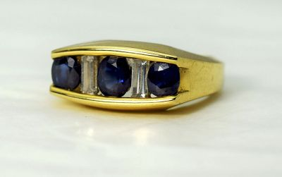 Vintage-Sapphire-and-Diamond-Ring-CFA1711118-84310a