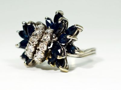 Vintage-Sapphire-and-Diamond-Ring-GT143310a