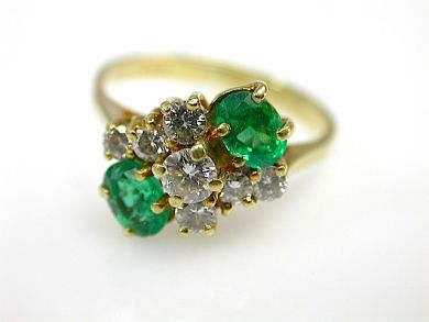 Antique-emerald-and-diamond-yellow-gold-ring