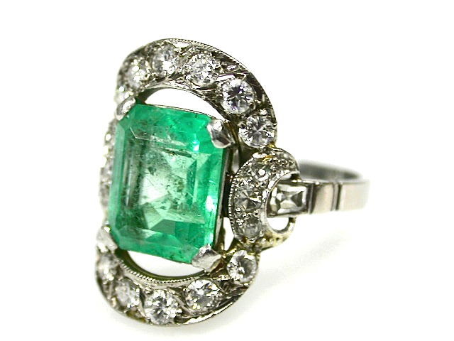 Vintage-Emerald-and-Diamond-Ring