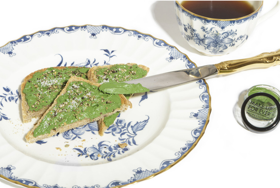 Daphine_Magazine/Dauphine-Magazine-AvacadoSQ-Cynthia-Findlay-Antiques-Gold-plated-derert-knief-tea-cup-and-desert-plate